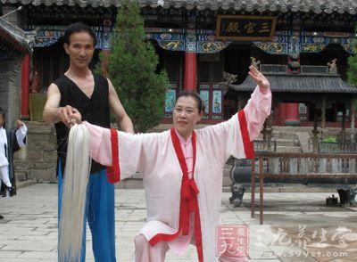 杨式太极拳 杨式太极拳身法的两个要领