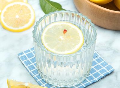 用柠檬片泡水美白效果好