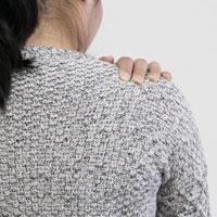 肩关节脱位的症状和病因