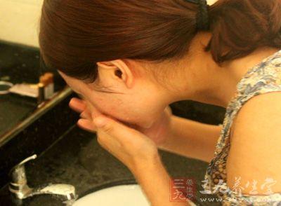 芦荟去粉刺 祛痘面膜如何在家自己制作