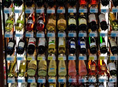 怎样挑选葡萄酒 在超市中购酒小技巧