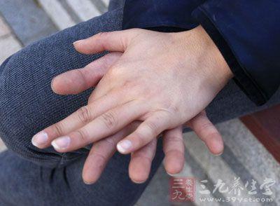 经常时不时的搓手也能够促进体内血液循环