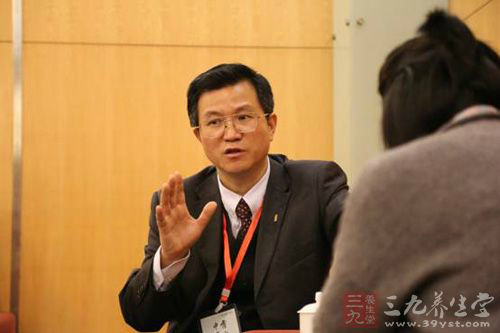 霍山县委常委、副县长罗绍明在接受新华网安徽频道记者专访