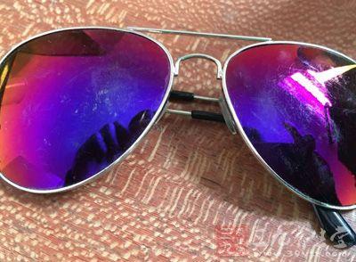 太阳镜是否能防紫外线与镜片颜色深浅无必然关系