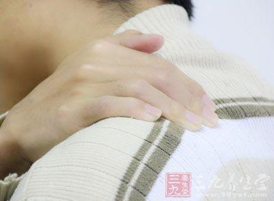 肩周炎患臂从背后下侧摸背