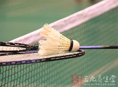 羽毛球拍的选择 四点教你选择好的球拍