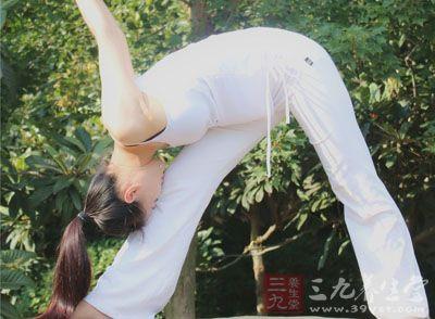 瑜伽动作 练瑜伽缓解身体僵硬提高柔韧性