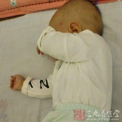 部分宝宝是由于发烧而引起的腹泻