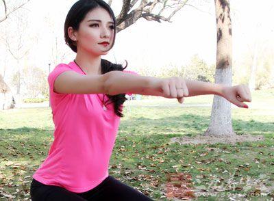 练习的过程中要注意保持身体平衡