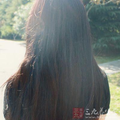 护发素能在头发表层形成一层光滑的保护膜