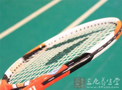 网球是一项优美而激烈的运动