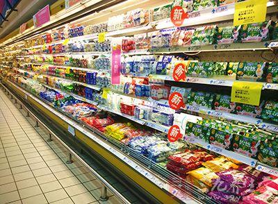 所以很多人买食品选择看的就是保质期和生产日期