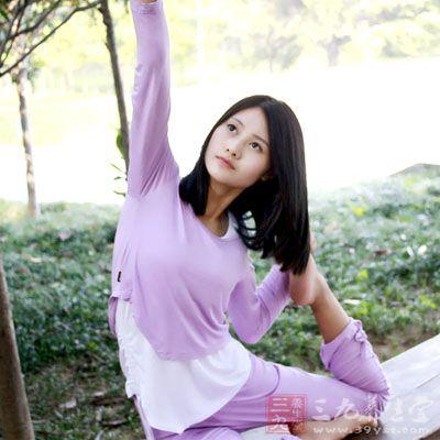 瑜伽初学者 瑜伽入门中的开肩应该这样做(3)
