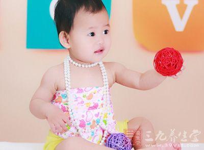 婴儿湿疹 爸妈学会4步巧治宝宝湿疹