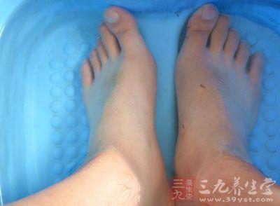 足疗的好处 没事泡泡脚竟也是治病良方