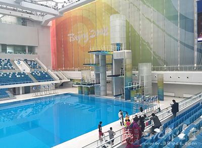 游泳馆水冷儿童发抖 专家称水温27℃为佳