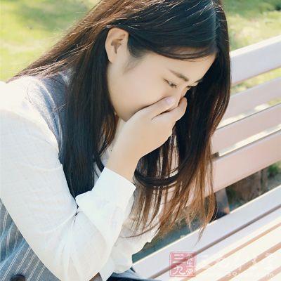 除了通过脸色观察,心脏的问题还可以通过出汗来认识