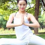 瑜伽助你矫正身形