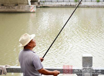 钓鱼技巧 夏季各个时间段应该如何垂钓