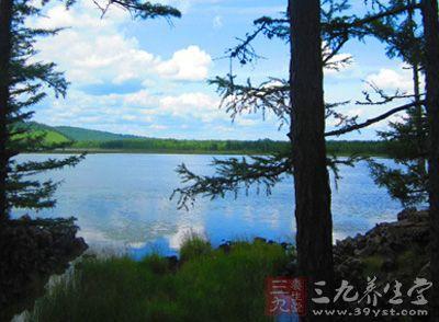 """贵阳拥有以""""山奇、水秀、石美、洞异""""为特点的喀斯特自然景观"""