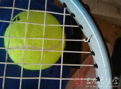网球的抛球技巧 打网球有两大危害