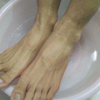 按摩外踝尖穴能治疗脚气和牙痛