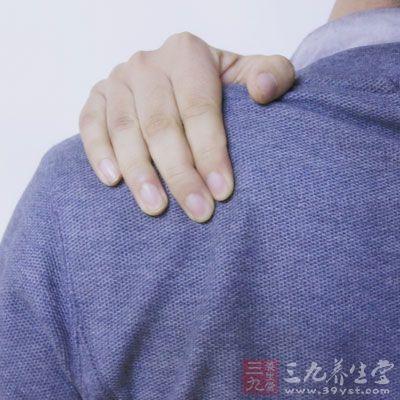 以一指禅推法推肩部前、中、后三条线5分钟左右