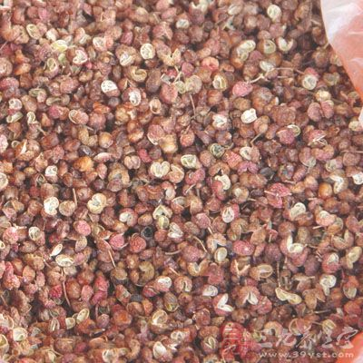 青盐、雄黄、白矾、花椒、樟脑粉各10克