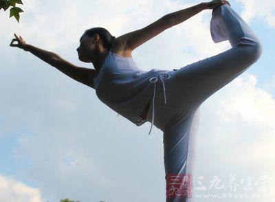 塑身瑜伽动作 练瑜伽细腰美腿翘臀全都有