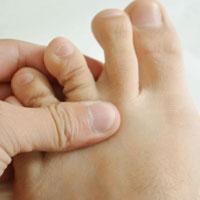 按摩八风穴能治疗脚气胃痛牙痛等病