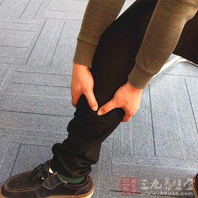 主要锻炼大腿后群的半膜肌、半腱肌、股二头肌和小腿腓肠肌等