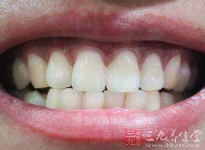 大门牙在面部的最前端,所以发生意外时孩子的大门牙最容易受到伤害