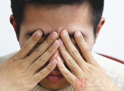 打击、跌撞、交通事故是眼挫伤的常见原因