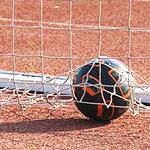 踢足球时该如何带球跑