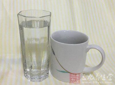 曝光 千万别再喝这种水(1)