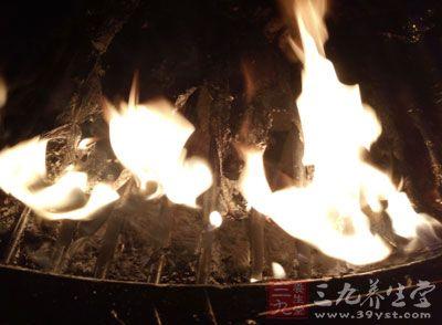 那么,当遇到火灾时,我们如何学会自救呢?一起来看看吧