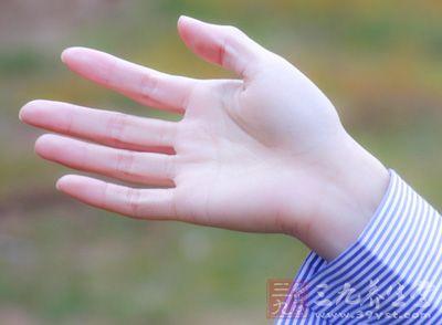 生活中总是伴随着意外的,那么会受伤,所以我们就应该多学一些急救常识,以防万一,例如手受伤怎么办