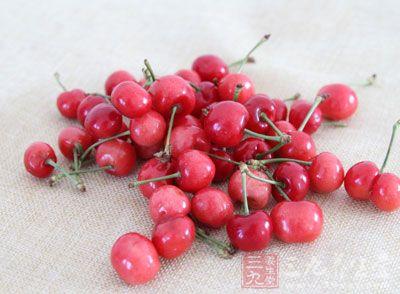 这种红色果子千万别多吃或发毒疮