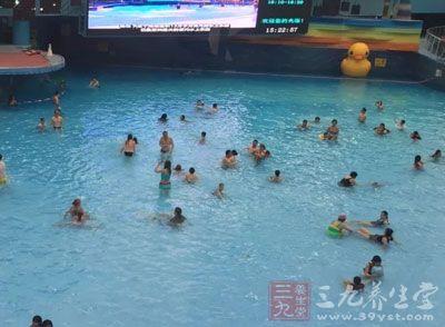 游泳的好处 游泳有助于消暑减肥强肺健体