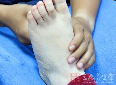 告诉大家一个消除困的小方法,那就是按压双脚拇指的内侧