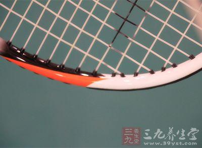 网球技术动作 怎样才能提高高压球的技术