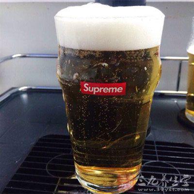 伴有糖尿病的人应绝对禁酒,包括啤酒