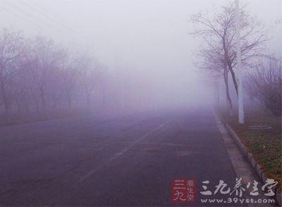 雾霾天气极易导致呼吸系统的防御功能和肺功能下降