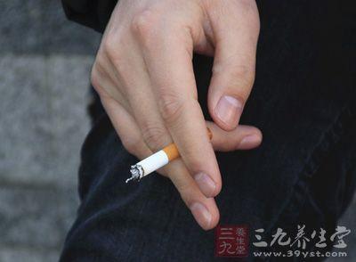 抽烟喝酒不仅仅是对身体不好,还会使皮肤暗淡,油光分泌旺盛,容易引发痘痘问题