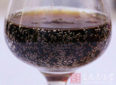 常喝碳酸饮料对人体健康所带来的副作用远远大于其所带来的快感