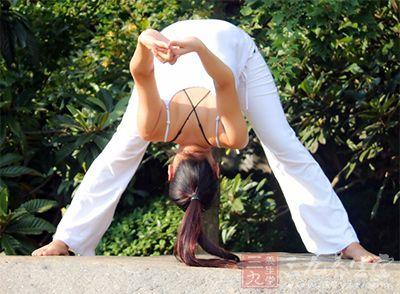 通过拉伸运动使得肌肉变软