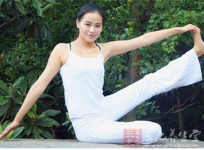 坚持练习这动作还有很好的瘦腰的效果
