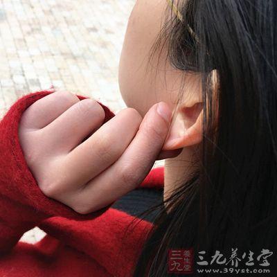 经常揉捏耳垂能够美容养颜、健脑提神