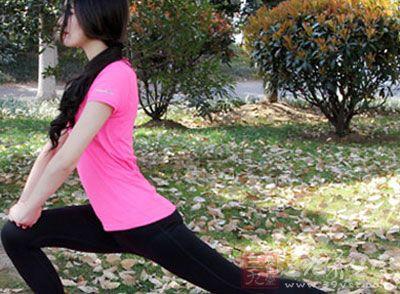 保持姿势进行数秒的呼吸练习