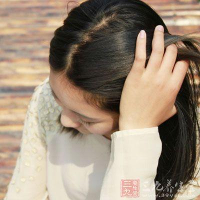 精神压力过大时常常出现脱发增多